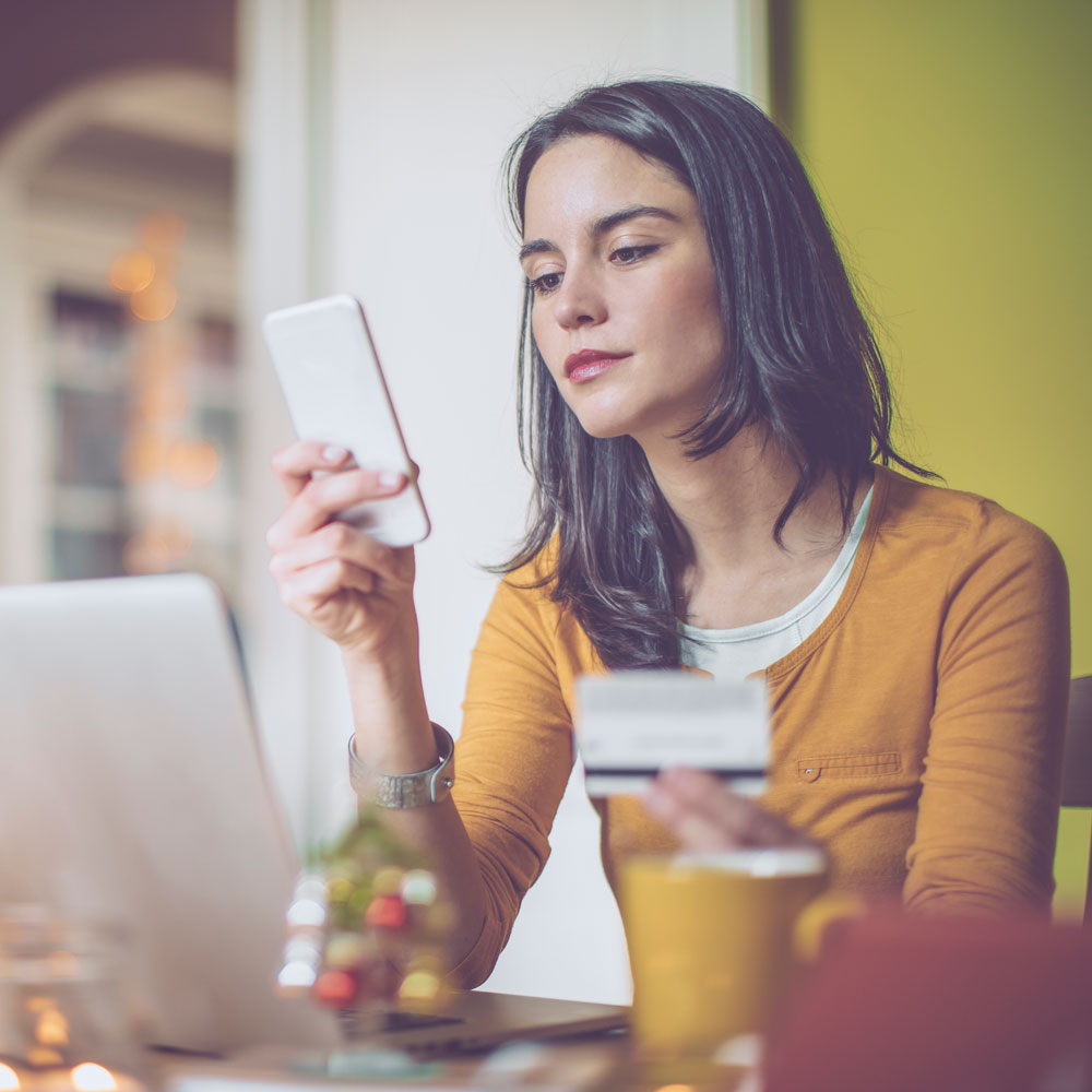 WHAT YOUR CREDIT SCORE SAYS ABOUT YOUR HOLIDAY SPENDING